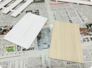 桐まな板の塗装の様子